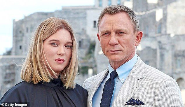 Photo #1 - U.K. - Cinema - 121120197bond